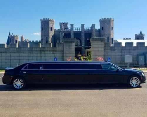 Limo - Chrylser 300 @ Kentucky Castle - 10 Passenger